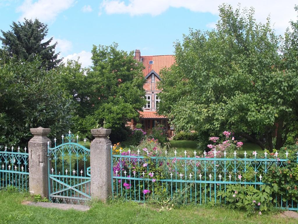 Sivershausen neben dem Alters-Ruhestands-Sitz des Opa Sauer