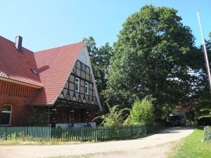 das Haupthaus des Bauers Heuer