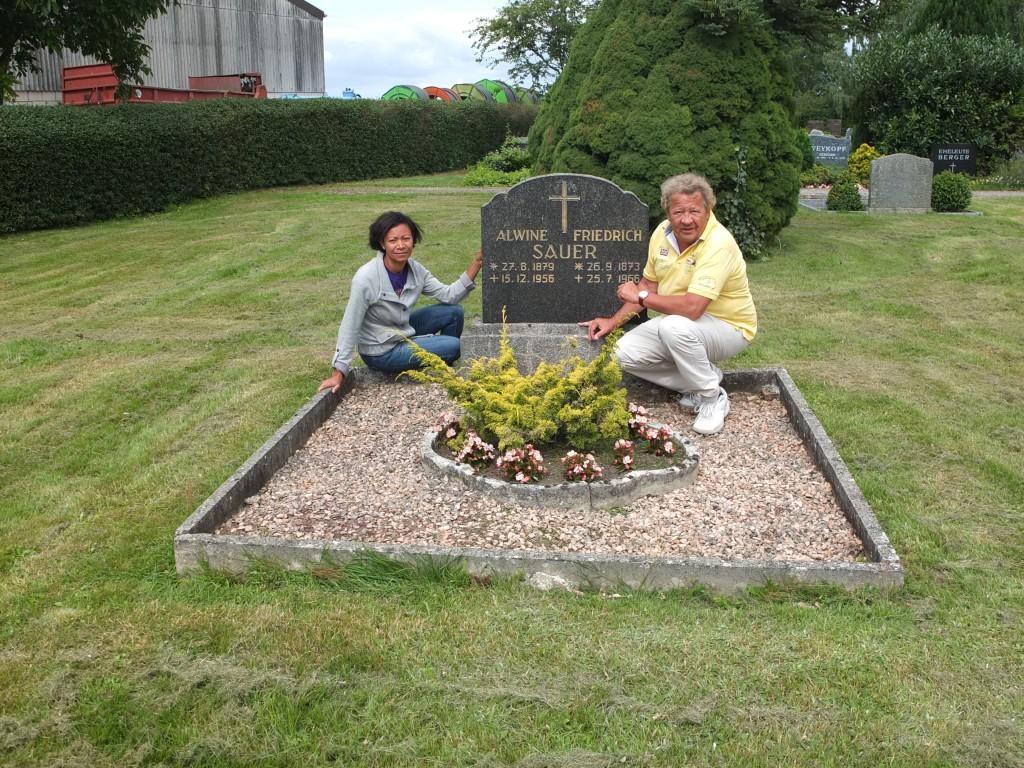 am Morgen des 31.07.2015, Besch bei Opa Friedrich und Oma Alwine auf dem Friedhof in Sivershausen nach 50 Jahren